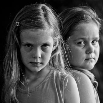 Giovanni De Angelis, Kitana e Thauana Lunkes, 7 anni, 2011. Courtesy l'artista